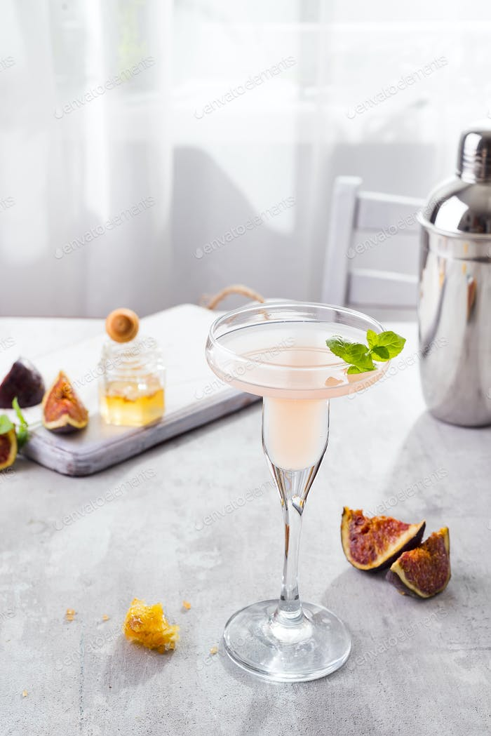 Bellini cocktail with peach and figs, honey