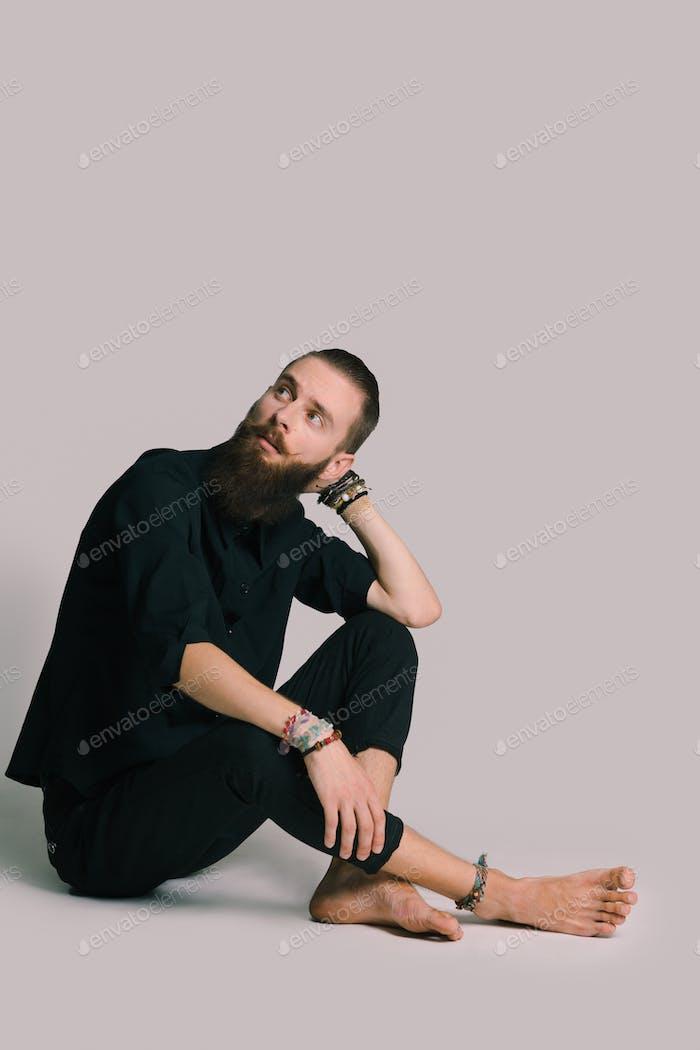 Битник стиль бородатый человек