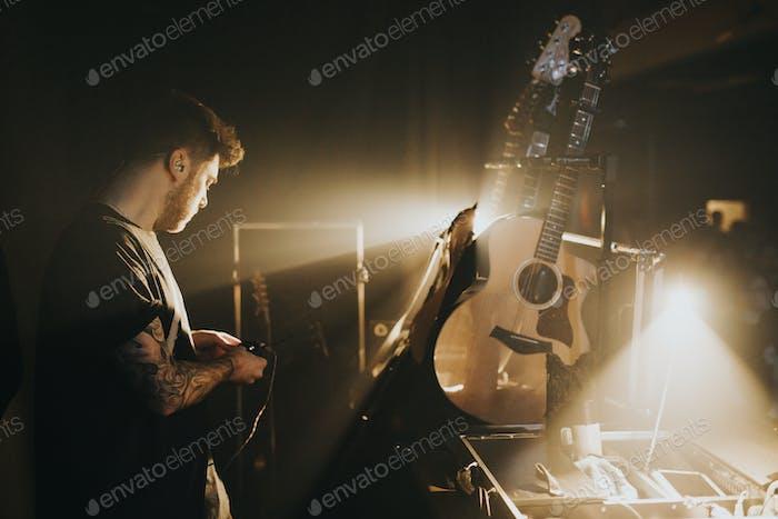 Musiker backstage in einem Konzert