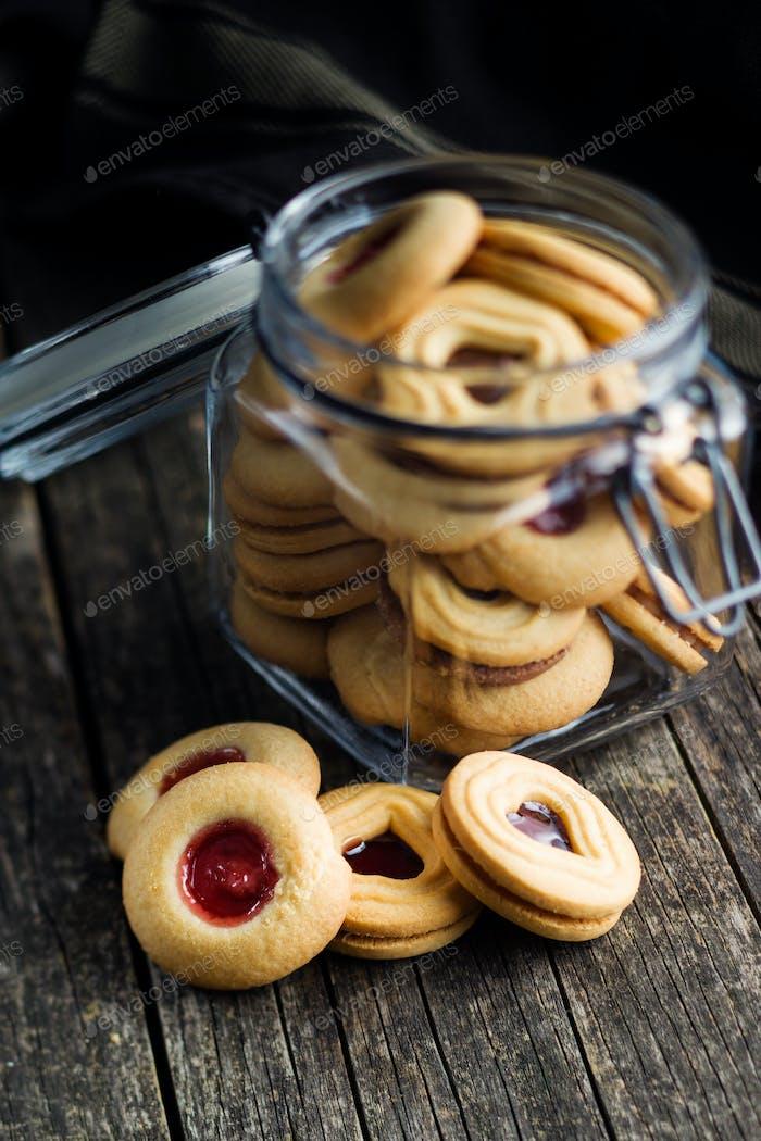 Süße Gelee-Kekse.