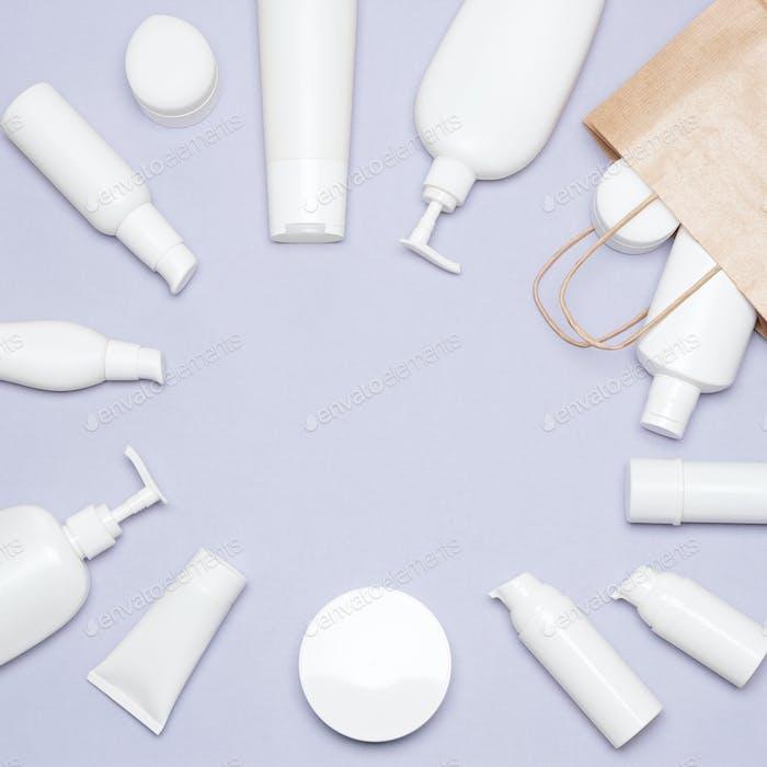 Kosmetische Beauty-Produkte und Papier-Einkaufstasche