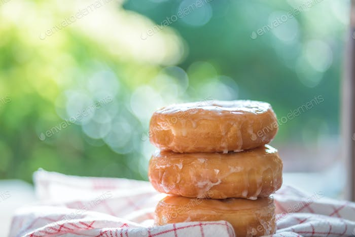 Stacking of soft donuts