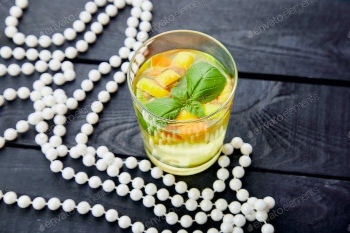 Fresh Detox Wasser mit Zitrusfrüchten