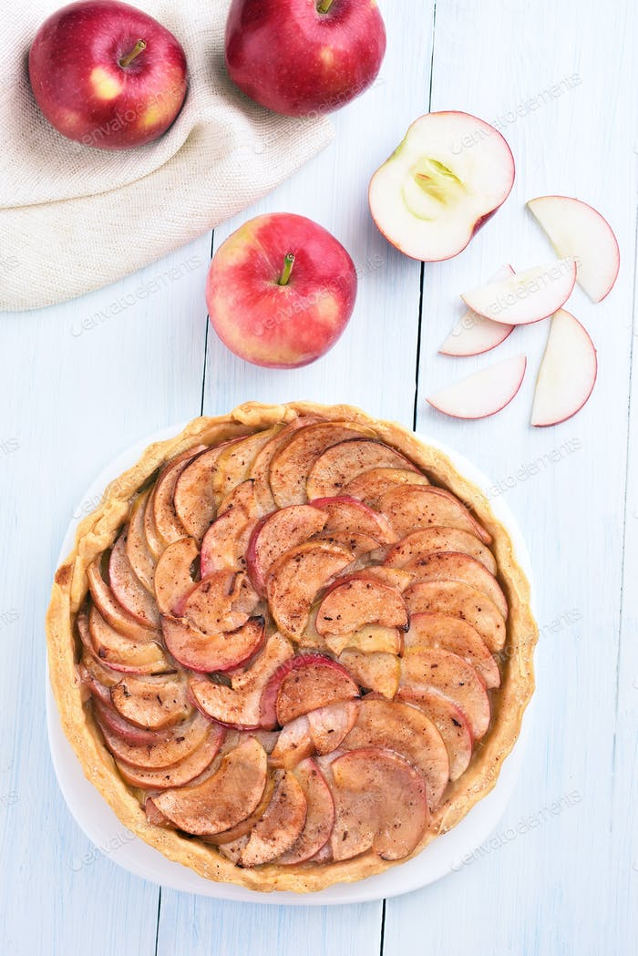Fruit pie and fresh apples
