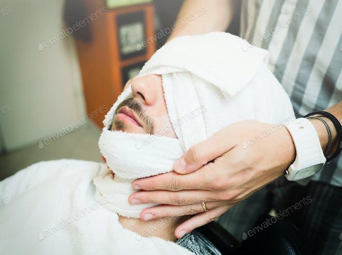 Traditionelles Ritual der Rasur des Bartes