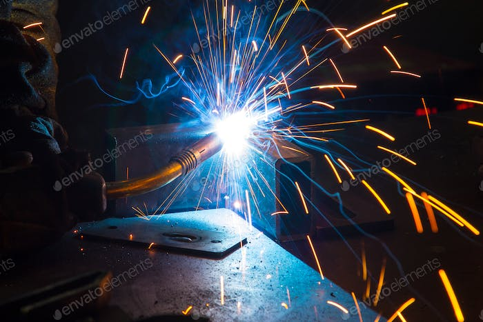 Welding process with sparks