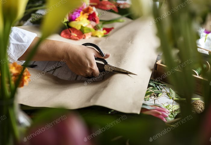 Hand cutting paper for arrangement flower