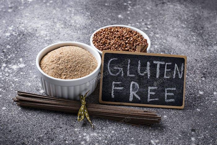 Glutenfreies Buchweizenmehl und Soba-Nudel