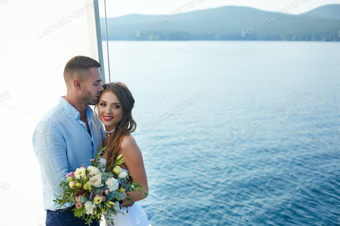 Marriage on yacht