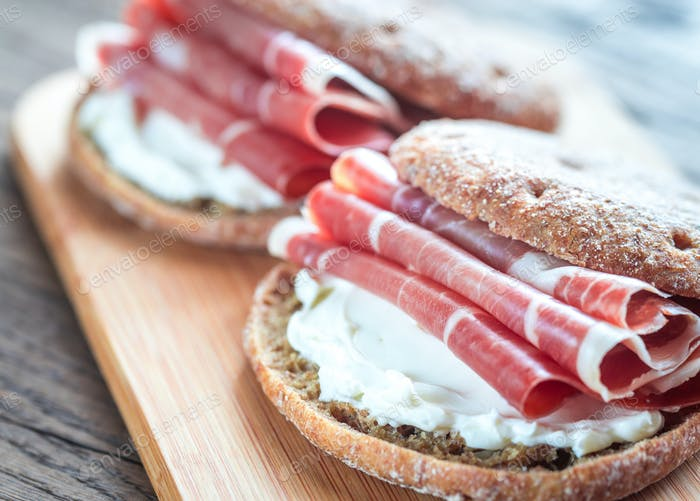 Sandwiches with cream cheese and jamon