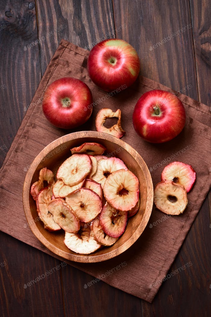 Baked apples chips