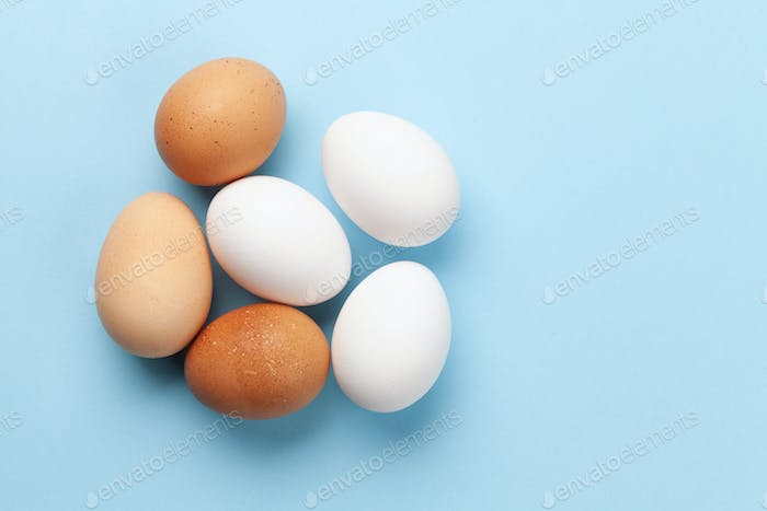 White and brown chicken eggs
