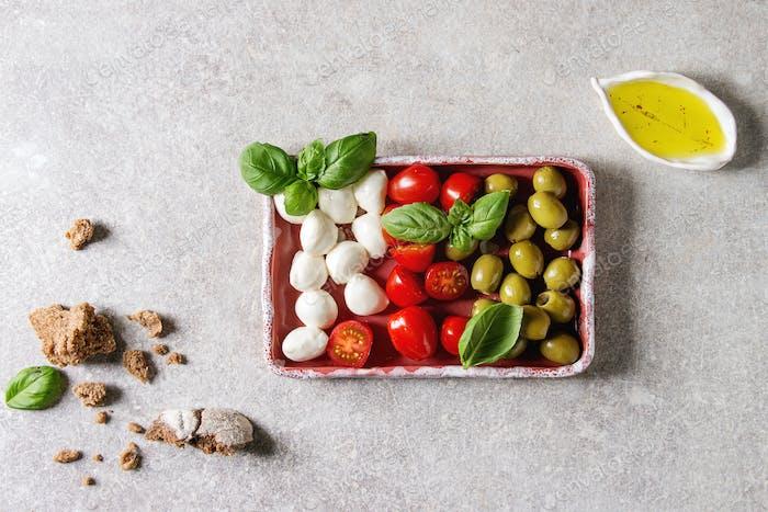 Mozzarella tomatoes olives antipasto