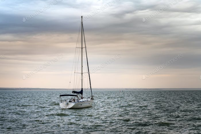 Picture of boat with a mast at sea