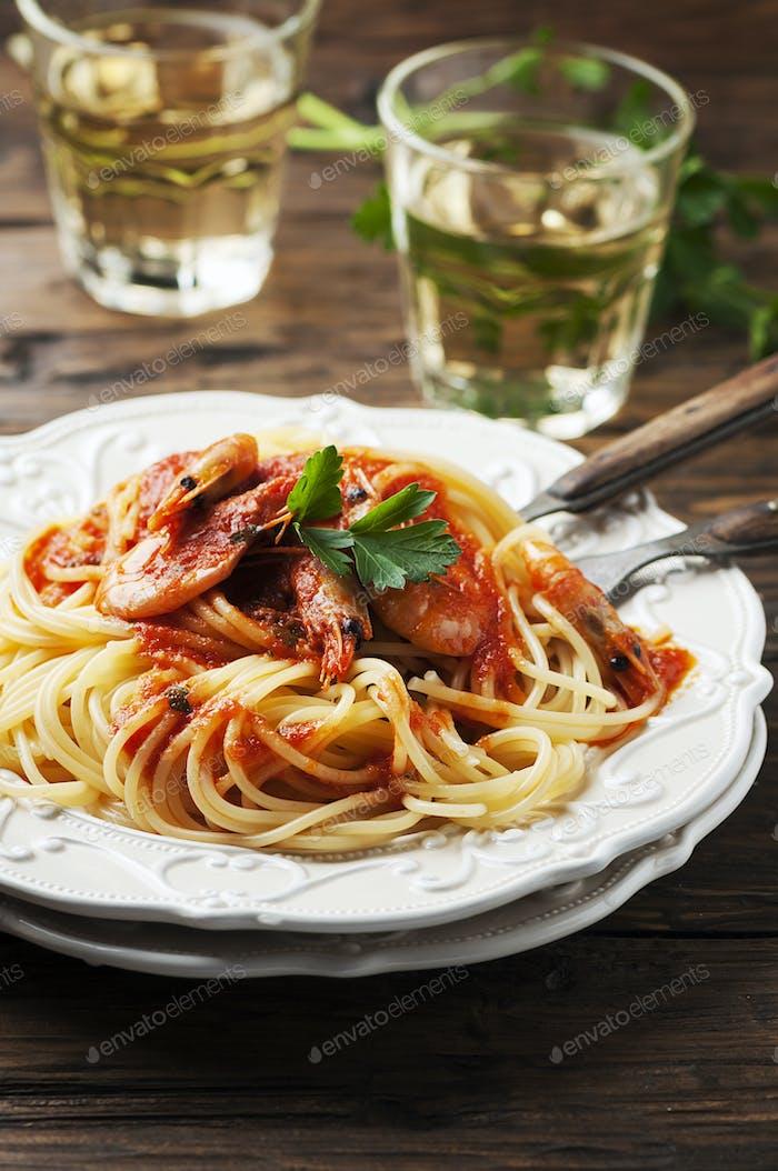 Italienische Spaghetti mit Garnelen
