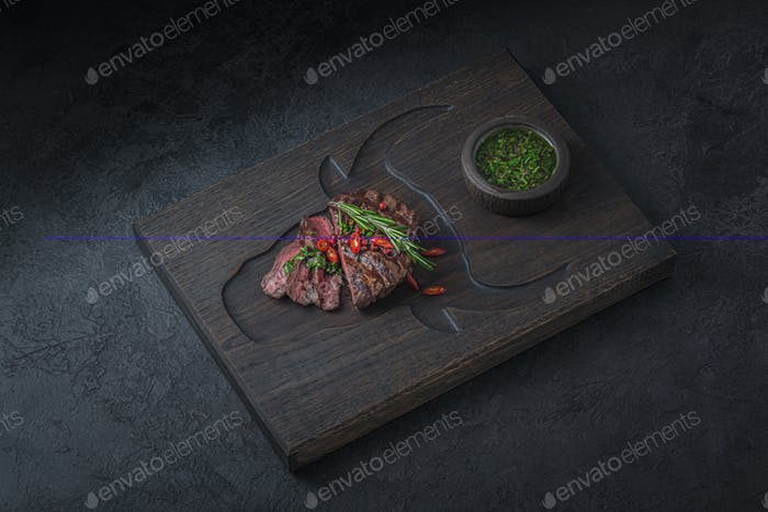 Mittelseltenes Rindfleisch Steak Restaurant Gericht, Kopierraum