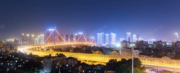 Wuhan Brücke Nachtansicht