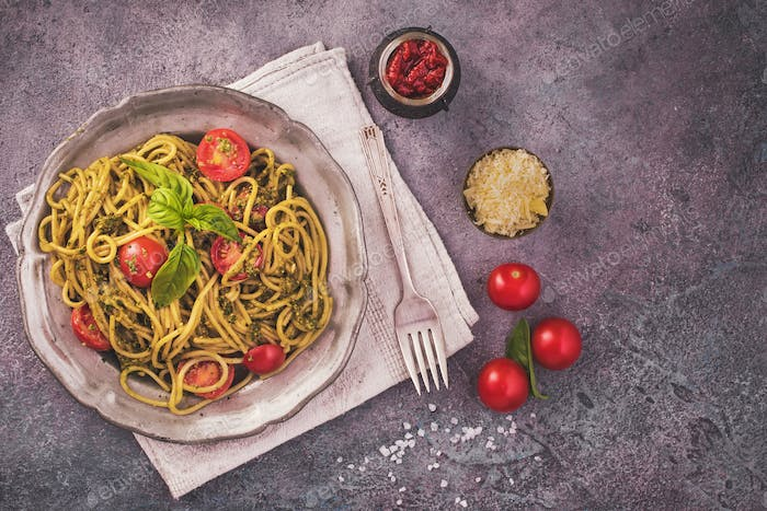 Pesto spaghetti pasta with cherry tomatoes