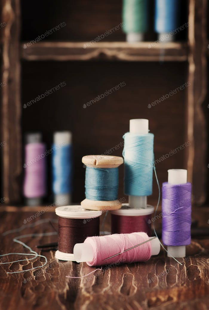 Color threads on the vintage table