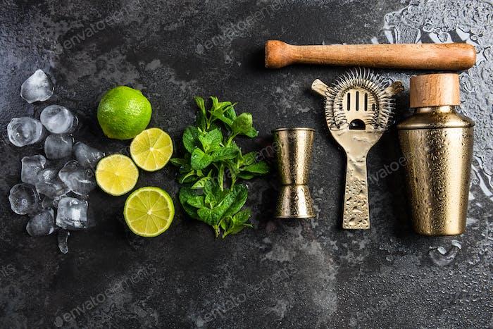 Бармен и бармен инструменты для приготовления коктейлей и напитков