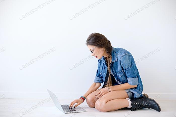 IT-Studenten, die sich auf Prüfungen vorbereiten.