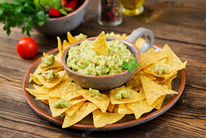 Guacamole avocado, lime, tomato, onion and cilantro, served with nachos - Traditional Mexican snack