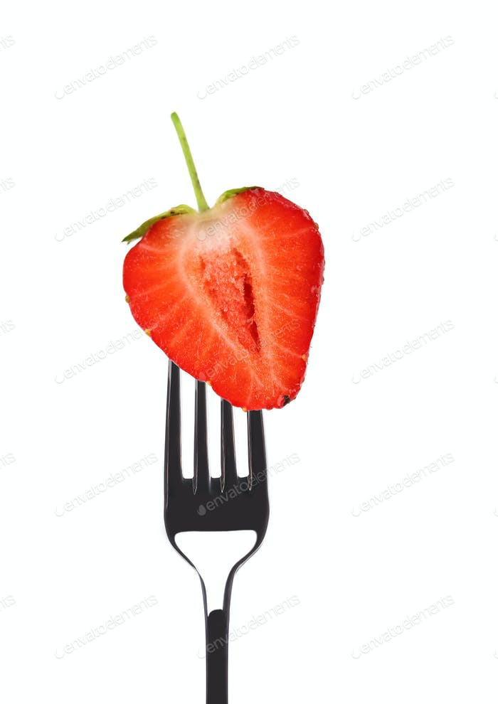 Frische große Erdbeere auf einer Gabel.