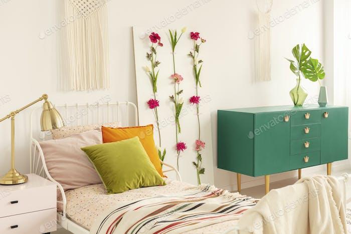 Flower board between single bed