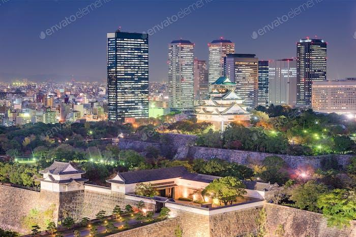 Osaka, Skyline de Japón en el Parque del Castillo de Osaka.