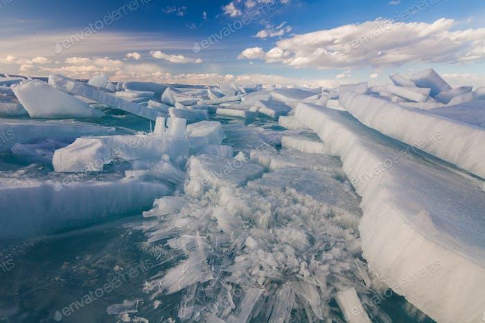 Weiß? geracktes Eis am Baikalsee