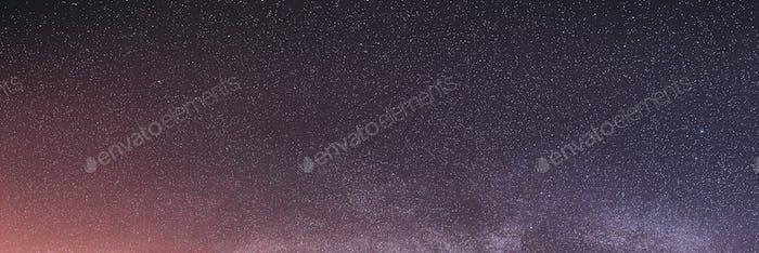Estrellas del cielo nocturno de colores reales con la Vía Láctea