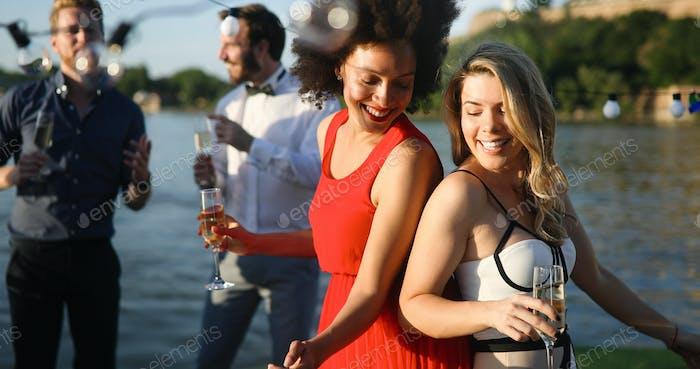 Diverse Ethnische Freundschaft Party Tanz Freizeit Glück Konzept
