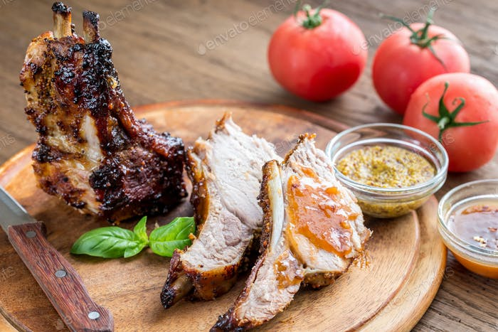 Gegrillte Schweinerippchen in Barbecue-Sauce