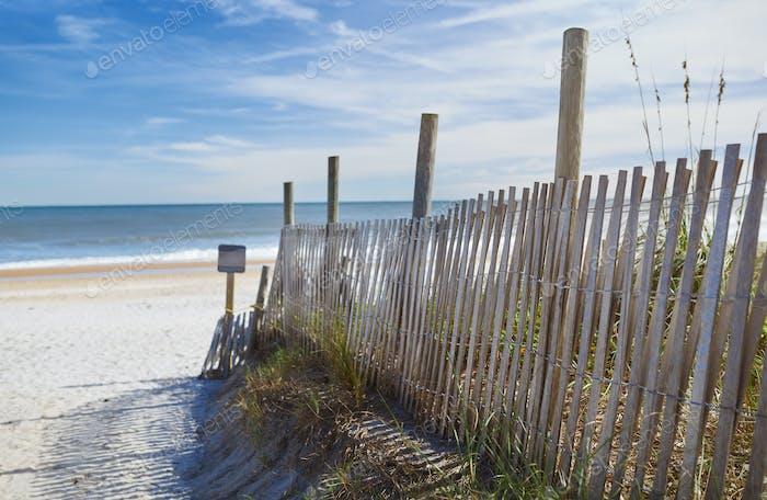 Düne Zaun auf dem Strand