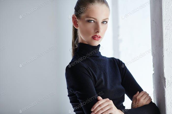 Retrato de moda de mujer morena