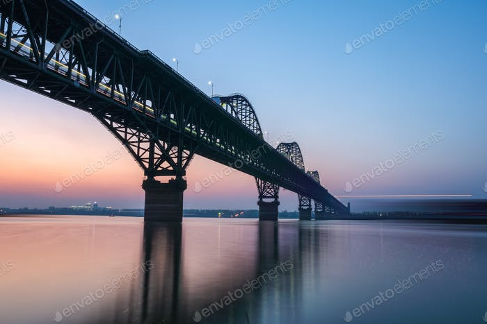 the jiujiang bridge in nightfall