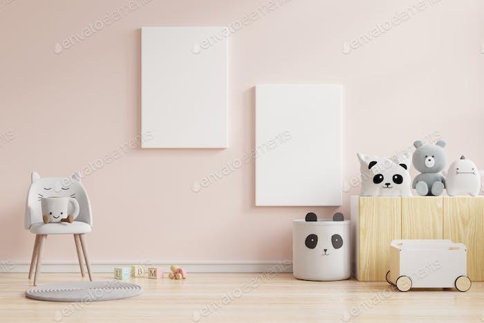 Mock up carteles en el interior de la habitación de los niños, carteles sobre fondo de pared de color crema vacío.
