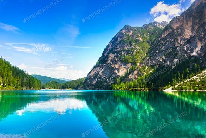 Prags oder Prags See und Dolomitenberge. Trentino Alto Adig