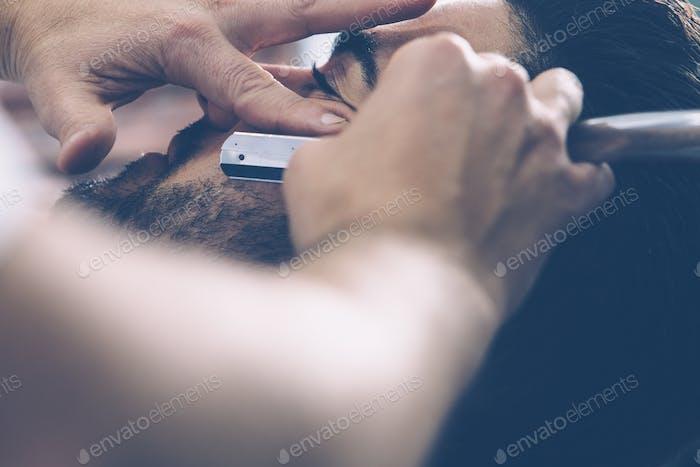 Professionelle Friseur Rasur Mann