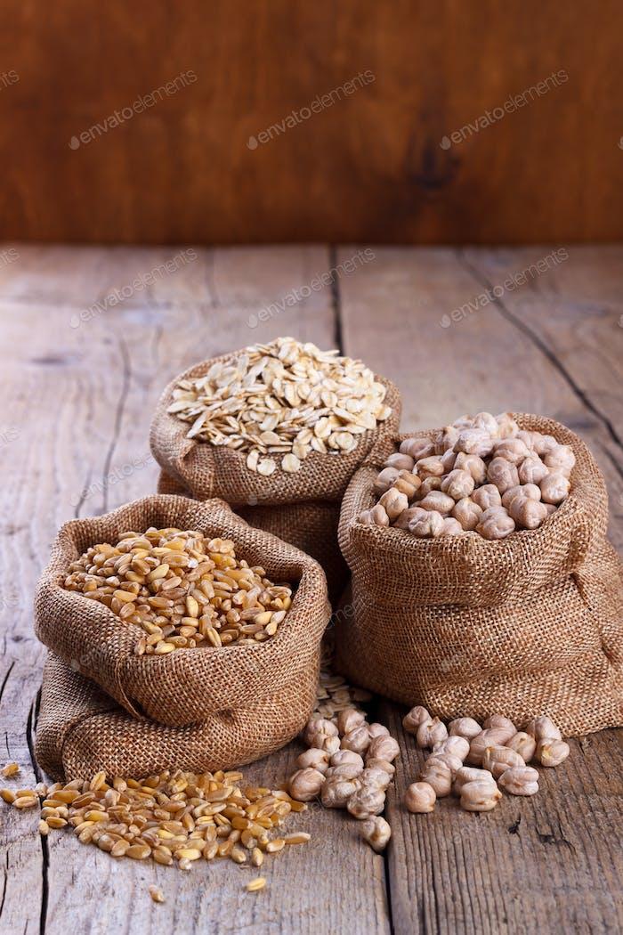 Weizen, Haferflocken und Kichererbsen