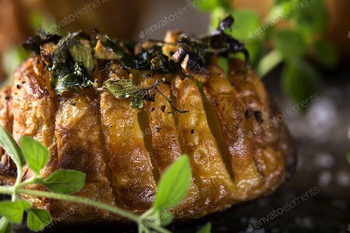 Kartoffeln mit Schnitten Fett