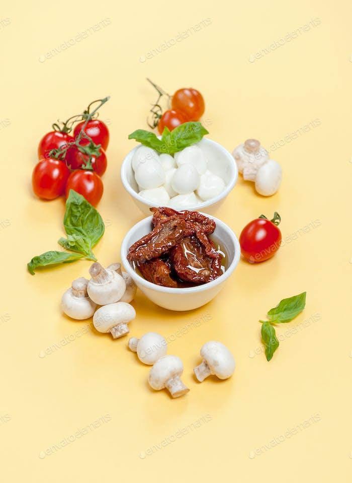 Sun dried tomatoes, champignon mushrooms, Mozzarella cheese and
