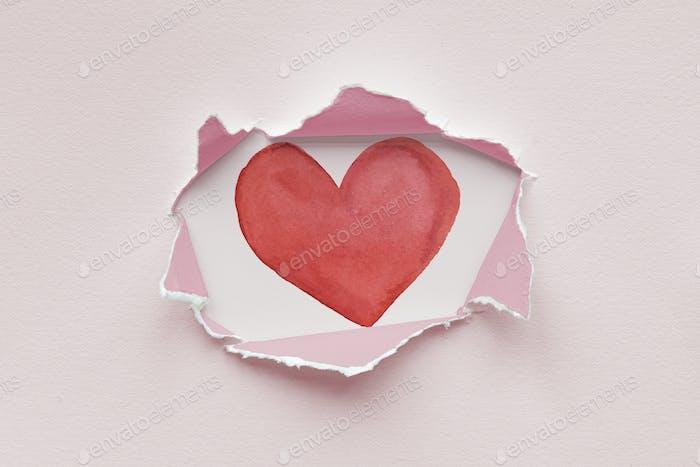 Zerrissenes Papiermodell mit Herz