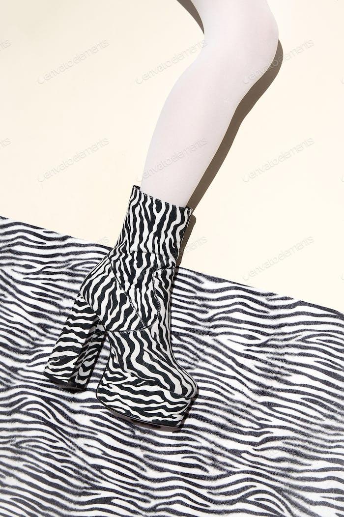 Fashion legs in heel