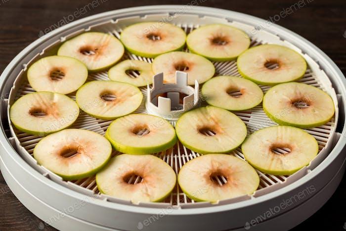 Dehydrating apple for granola