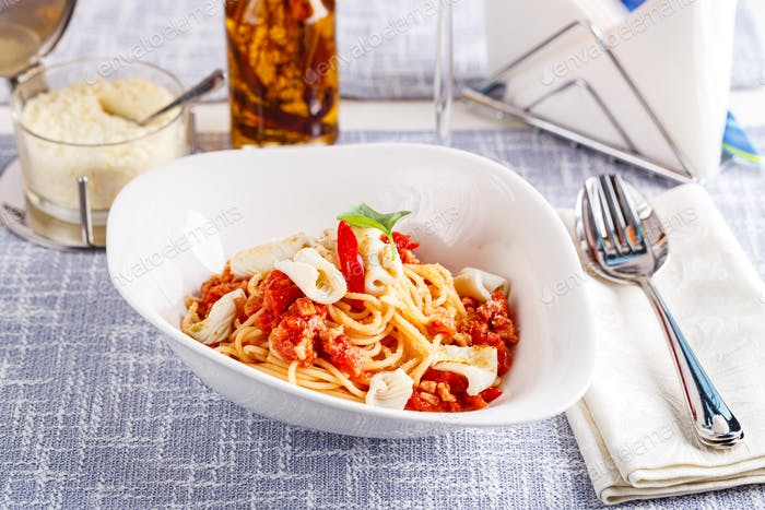 Pasta with squid and tomatoes