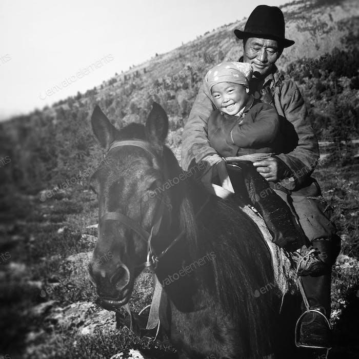 Mongolische Tsataan Pferde Ruhige Einsamkeit Nomadisches Konzept