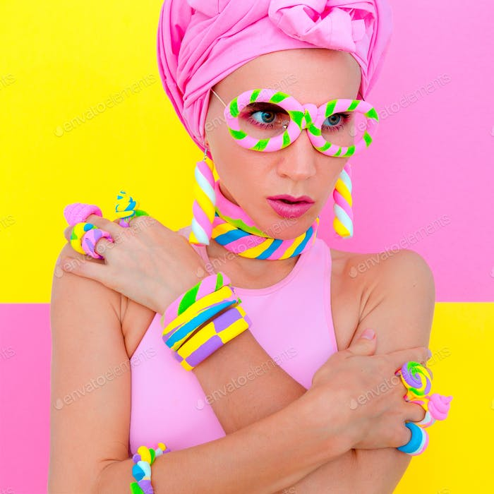 Candy Sweet Fashion Girl in Marshmallow Zubehör. Süßigkeiten-Chic