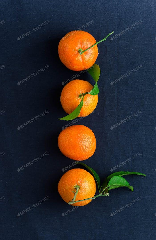 Mehrere reife Mandarinen