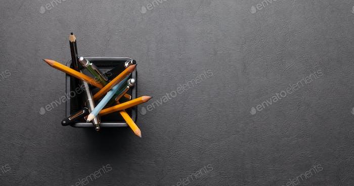 Schreibtischtisch mit Zubehör